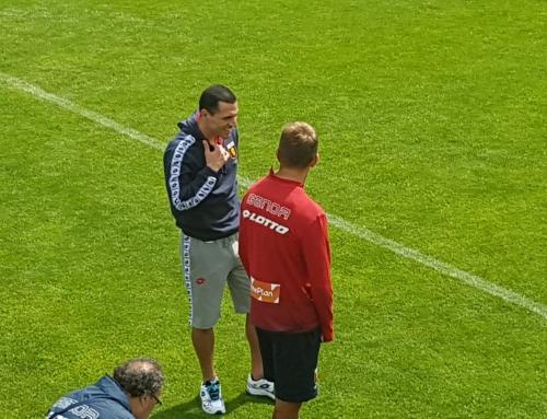 Genoa, ecco Romulo in campo a NeustiftColloquio con Criscito durante l'allenamento