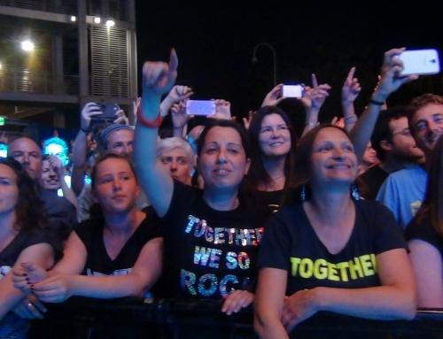 """Negrita dal vivo: in migliaia cantano a squarciagolaOltre 2.000 fans emozionati su brani immortali come """"Magnolia"""", """"Sex"""" e """"Ho imparato a sognare"""""""