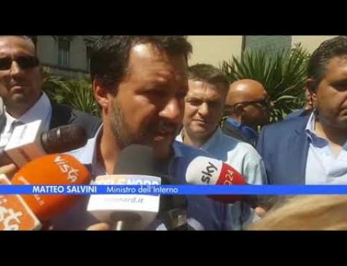 """Ponte Morandi, Salvini: """"Autostrade dia aiuto tangibile a famiglie delle vittime""""Il vicepremier: """"Mi aspetto fondi e stop ai pedaggi, concessione? Vediamo dopo"""""""
